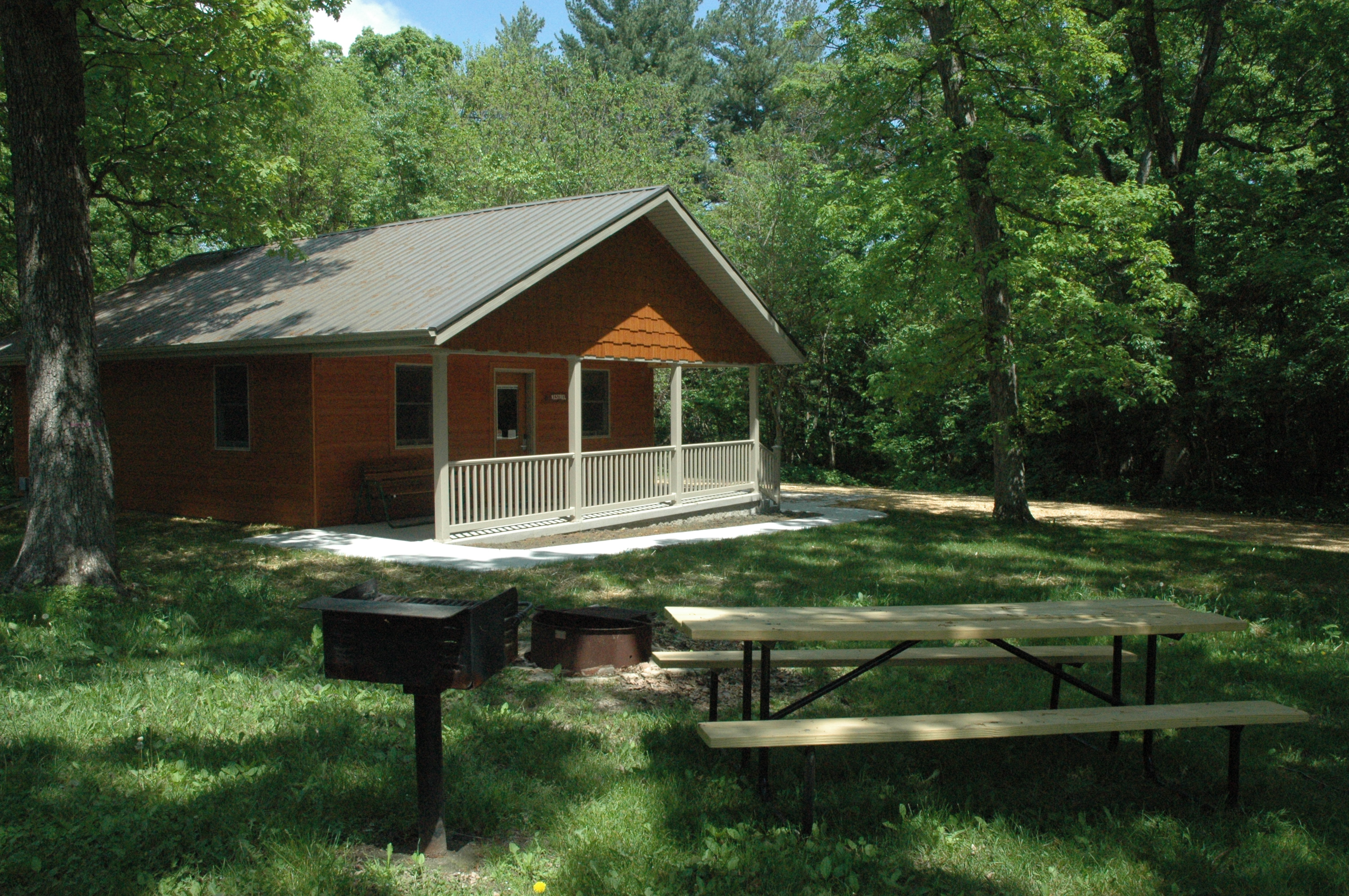lake to iowa area pine cabin watch woodbine rent white willow cabins in recreation