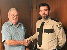 """Board Chairman John """"Skip"""" O'Donnell shaking Park Ranger Erik Johnson's hand."""