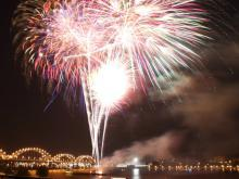 Fireworks show on the Mississippi River in front of the Centennial Bridge.