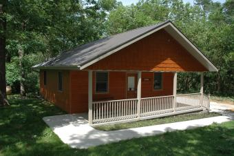 Front view of Kestrel cabin with ramp sidewalk and porch.